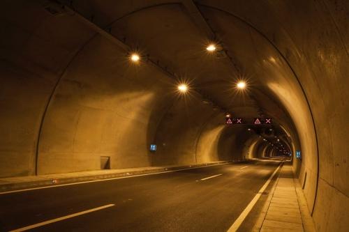 知识:LED隧道灯优势及安装注意事项!
